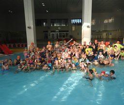 今年の泳ぎ納めは石名坂へ!子どもの水泳教室も開催します。